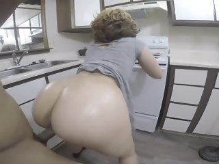 Bubble butt blonde pulls up..