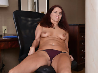 Canadian milf Candy needs..