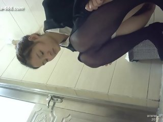 chinese girls go to toilet.121