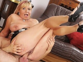 curvy mom rough big dick..