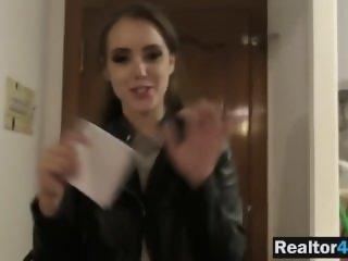 Fake realtor Zoe Doll..
